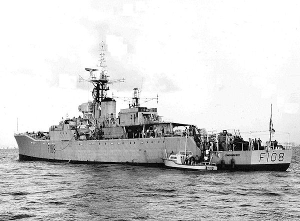 HMS Londonderry (F108) off Miami 1964